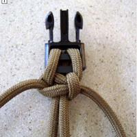Суть сего девайса такова - это связанный из paracord'a браслет, который при необходимости можно развязать в шнур...