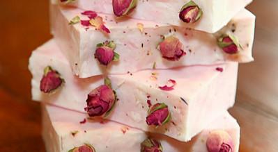 Что можно сделать из лепестков роз поделка